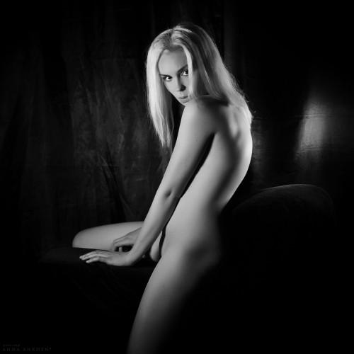 Леди Годива в тёмной комнате. Калининград, 2016