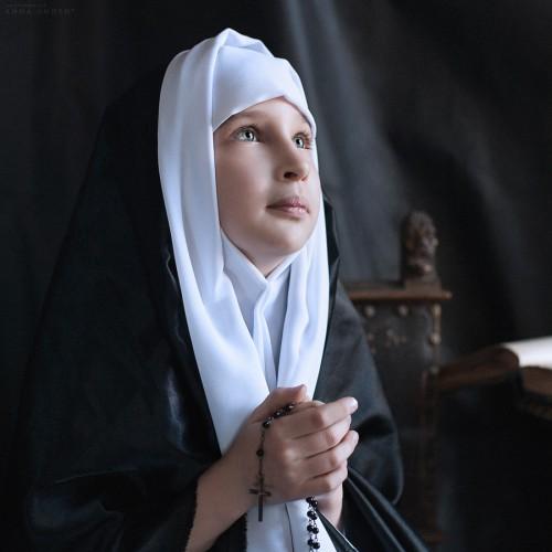 Маленькая монахиня. Санкт-Петербург, 2013