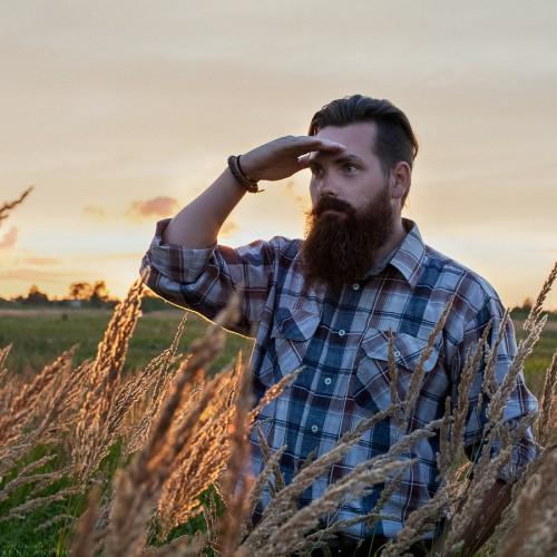 Человек с топором. Калининградская область, 2014