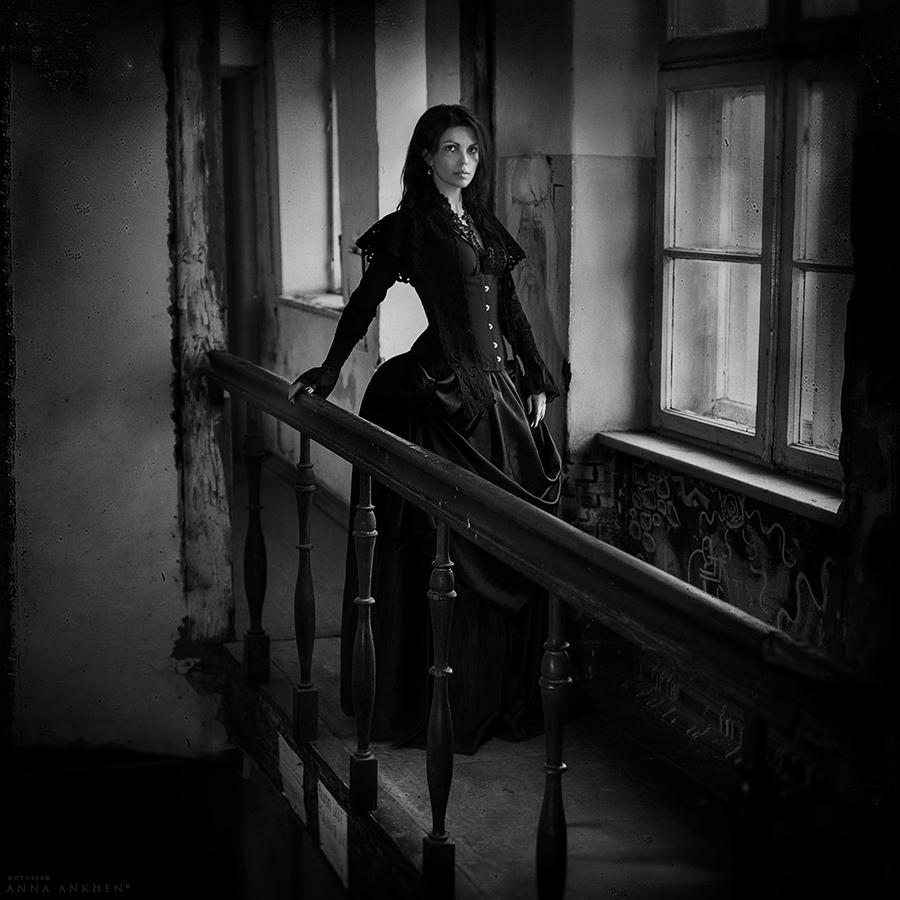 фото женщина в черном
