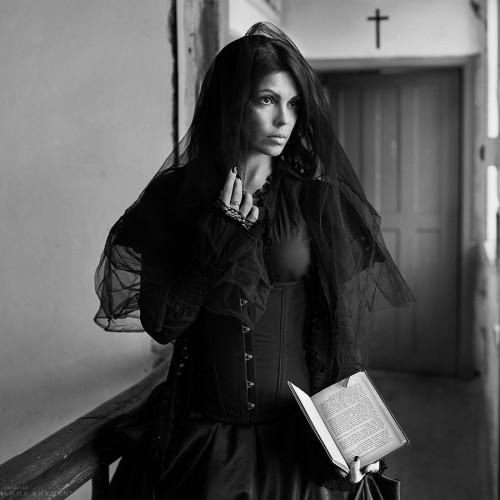 Проект: Женщина в чёрном. Черняховск, 2017